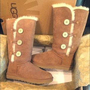 Chestnut Bailey Button Triplet II Ugg Boots